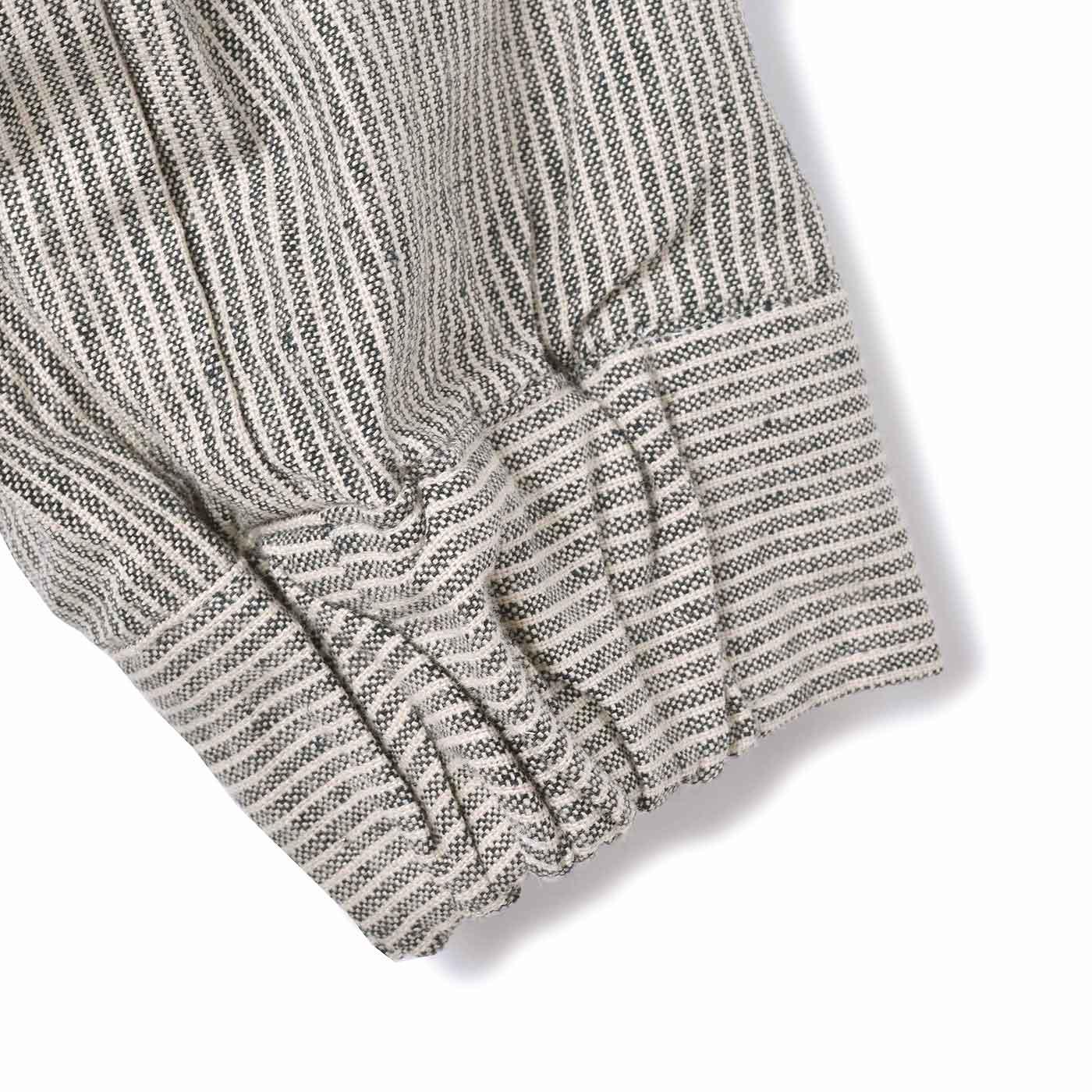 袖口はゴム仕様で着脱簡単&すき間風をブロック。