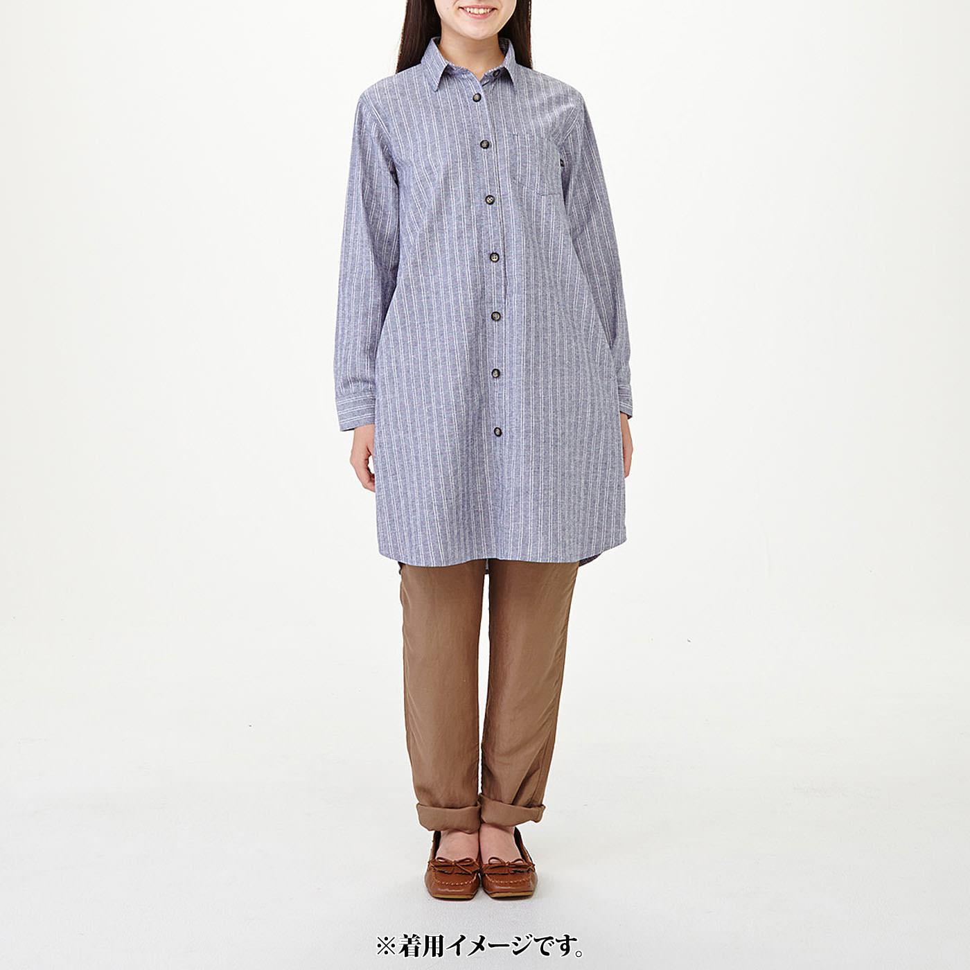 モデル身長約160cm 着用サイズM ひざ上丈がパンツと好相性。