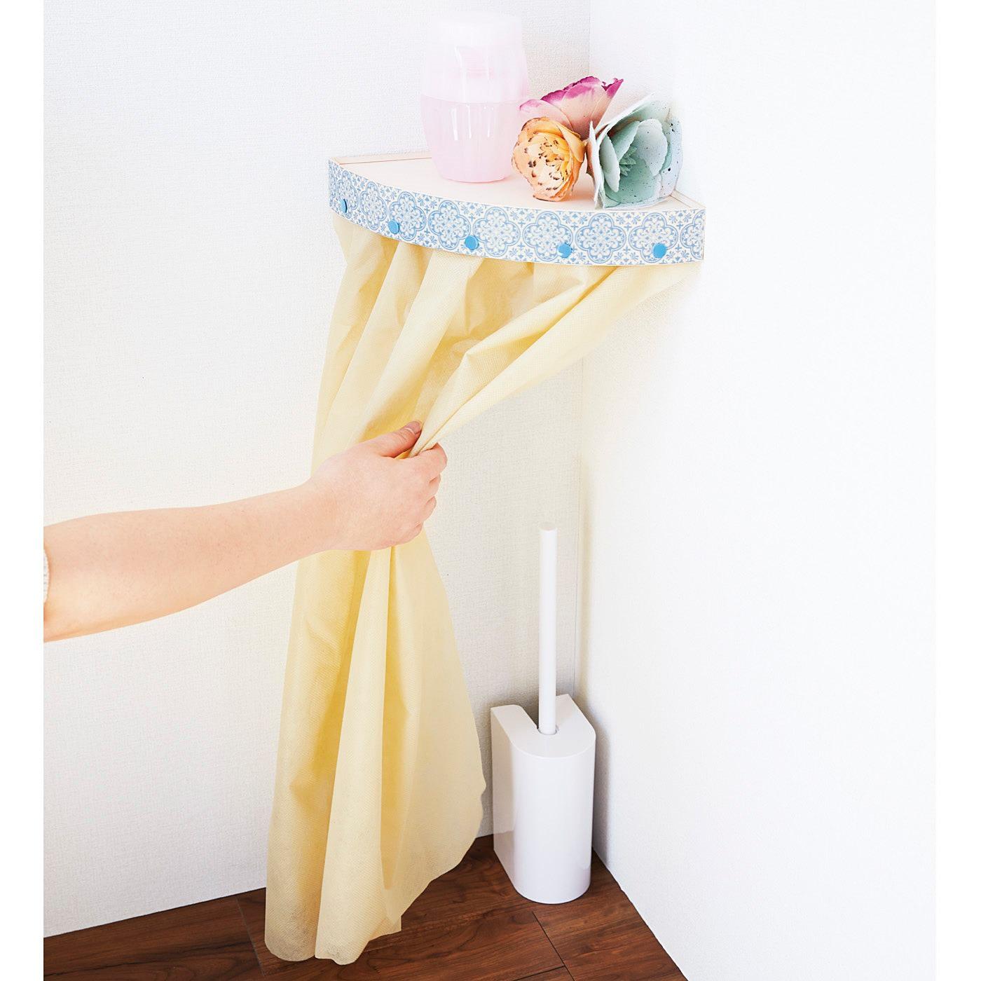 トイレの備品の目隠しにもお役立ち。さっと取り出せます。