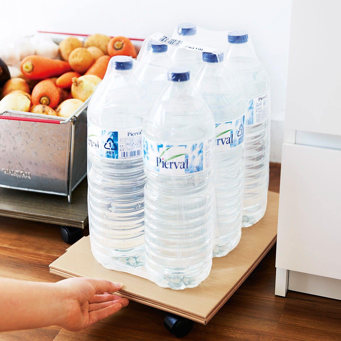 12kgまでOK! 食品や飲料ストックなど、重たい物をのせて、台車代わりにも使えます。