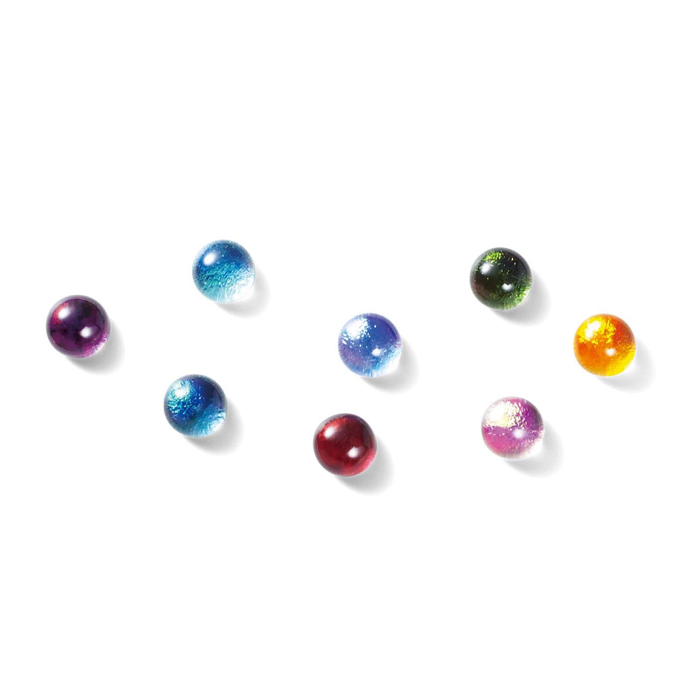 虹色のダイクロガラスを色ガラスと重ねて焼成。2種類のガラスが重なっているため、奥行きのある深い色合いになります。