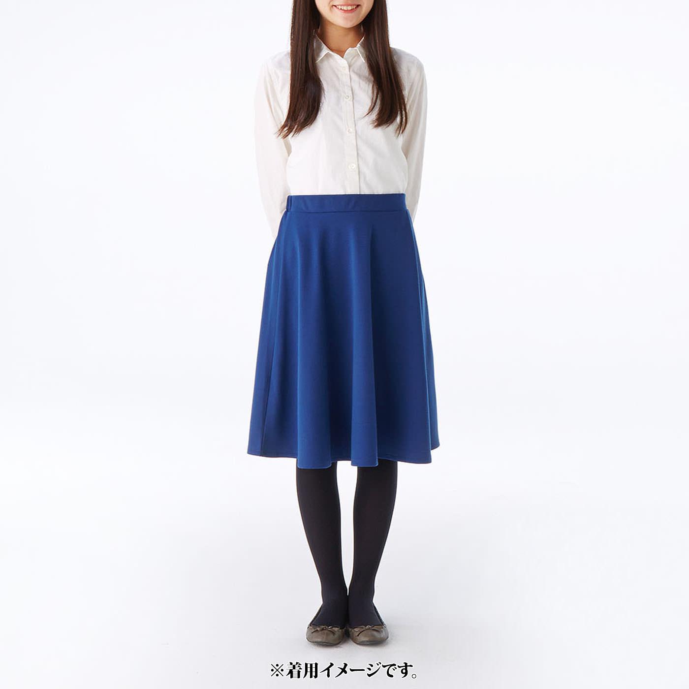 これは参考画像です。 スカートはシャツとの相性も◎。 ※お届けするカラーとは異なります。
