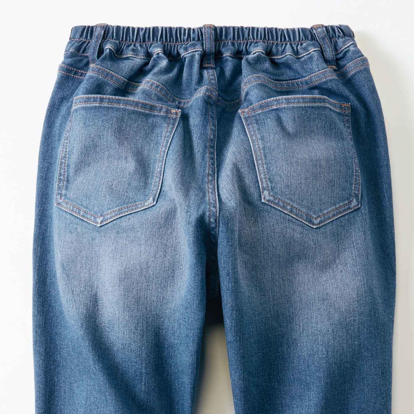 バックポケットでおしりをカバー。後ろまた上も深めでかがんでも安心。
