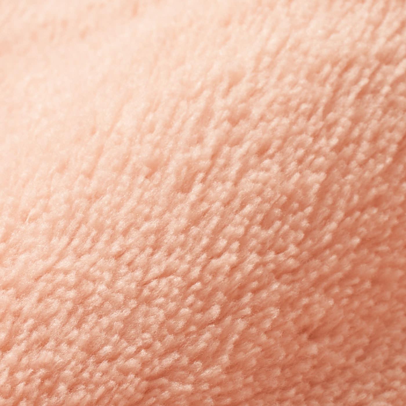 〈表側〉マイクロファイバー:しっとり滑らかな超極細繊維。とろけるような肌ざわりで、寝心地のよさを高めます。