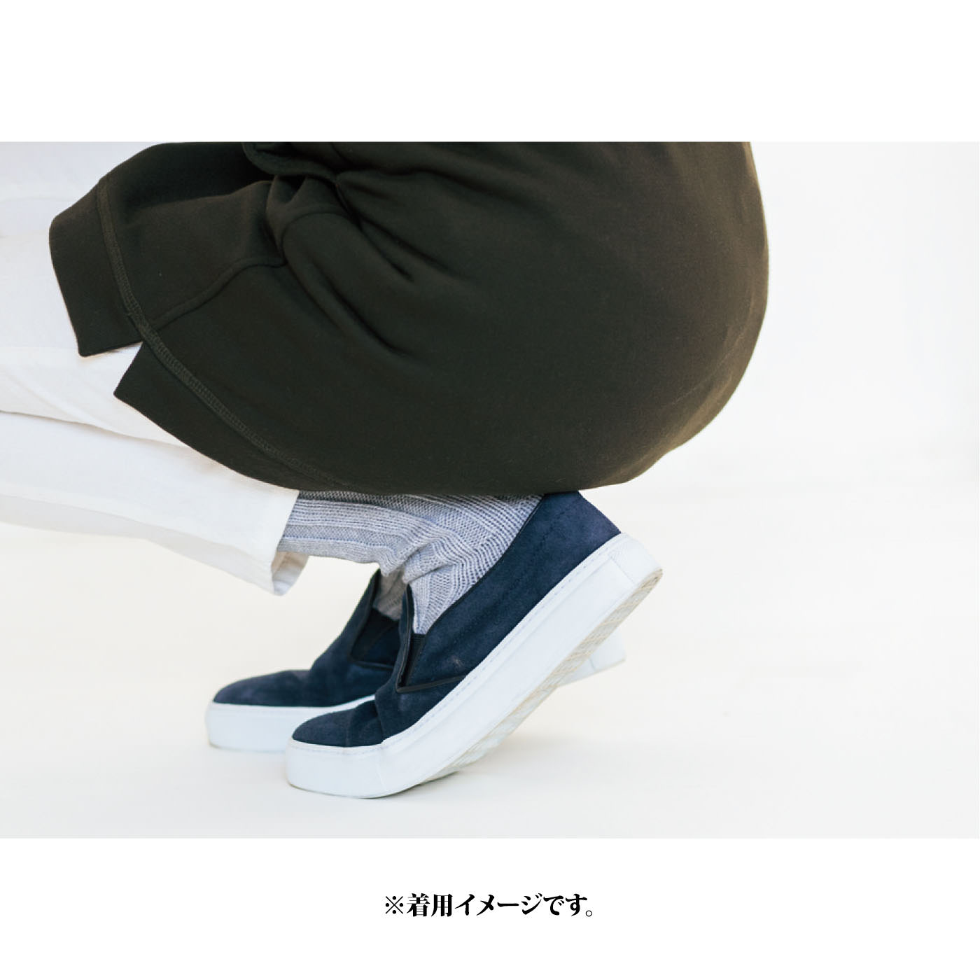 しゃがんでも動いても、腰・ヒップまわりをすっぽりカバーする丈感でぬくもりキープ。 ※お届けするカラーとは異なります。