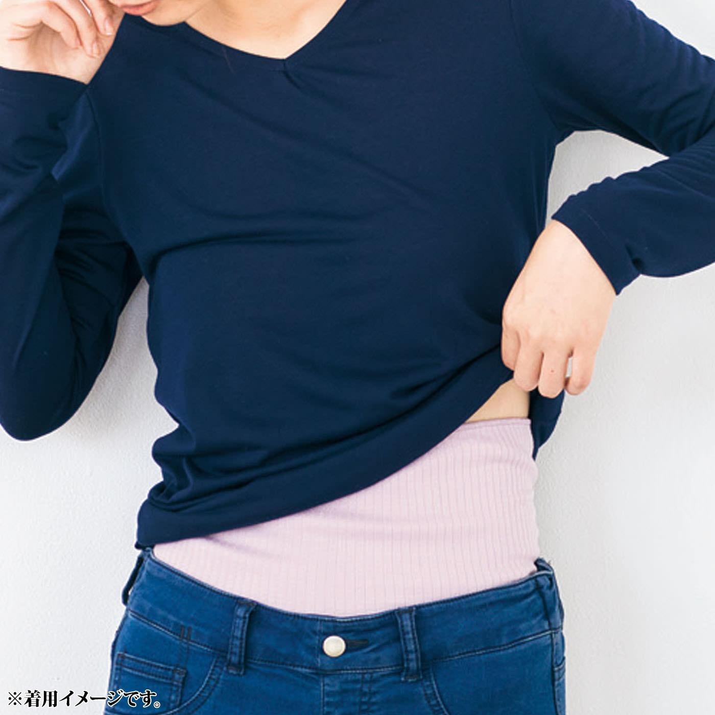 腹巻き本体はレーヨンシルク混。ヒンヤリ感のないしっとりやわらかな肌ざわりです。