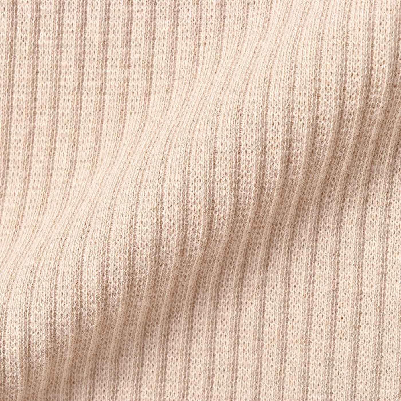 適度なフィット感とやわらかな肌ざわりの綿テレコ素材。