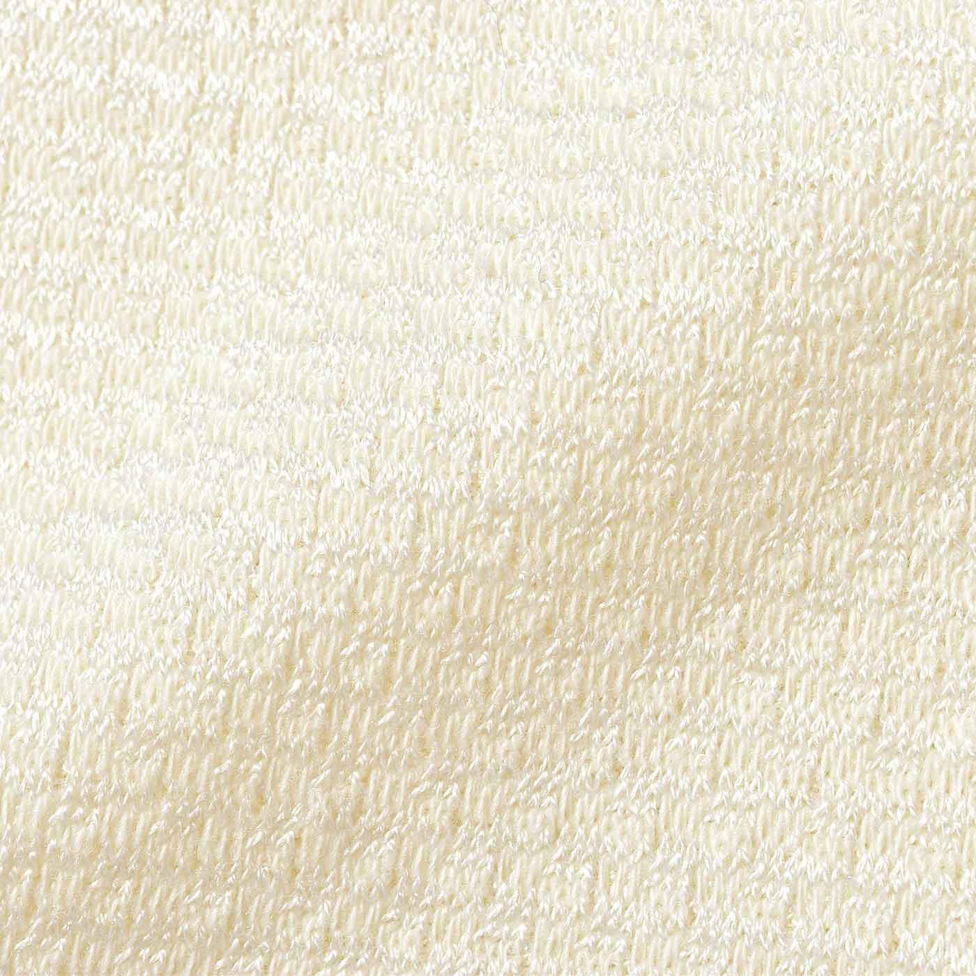 ぽこぽことした編み地は、肌に当たる部分がシルクリッチで素肌にうっとり。