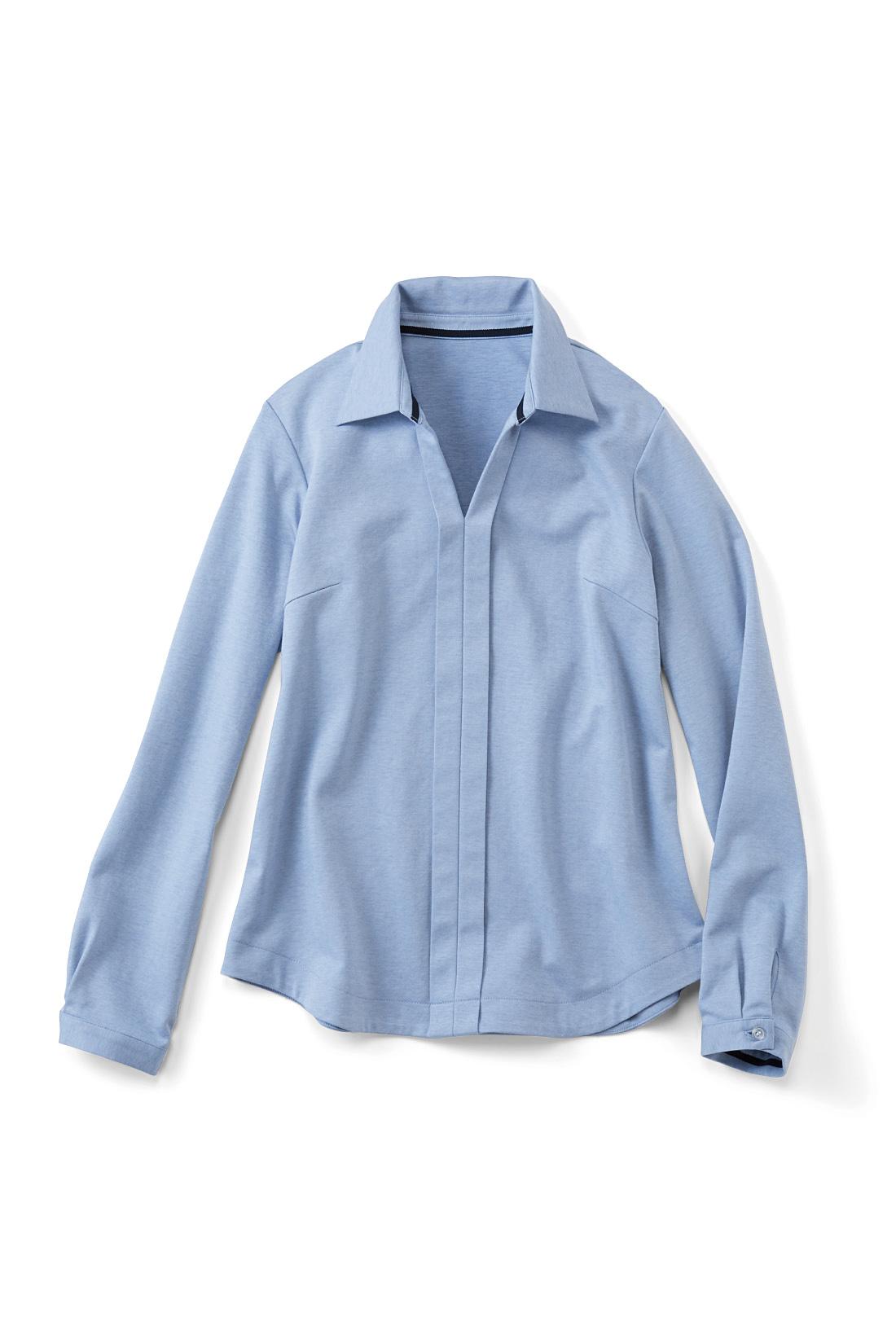 トレンドのスキッパーシャツをきれいめカットソーでつくりました。すそをほんのりラウンドさせたシルエットで、ウエストアウトの着こなしも上品に決まります。