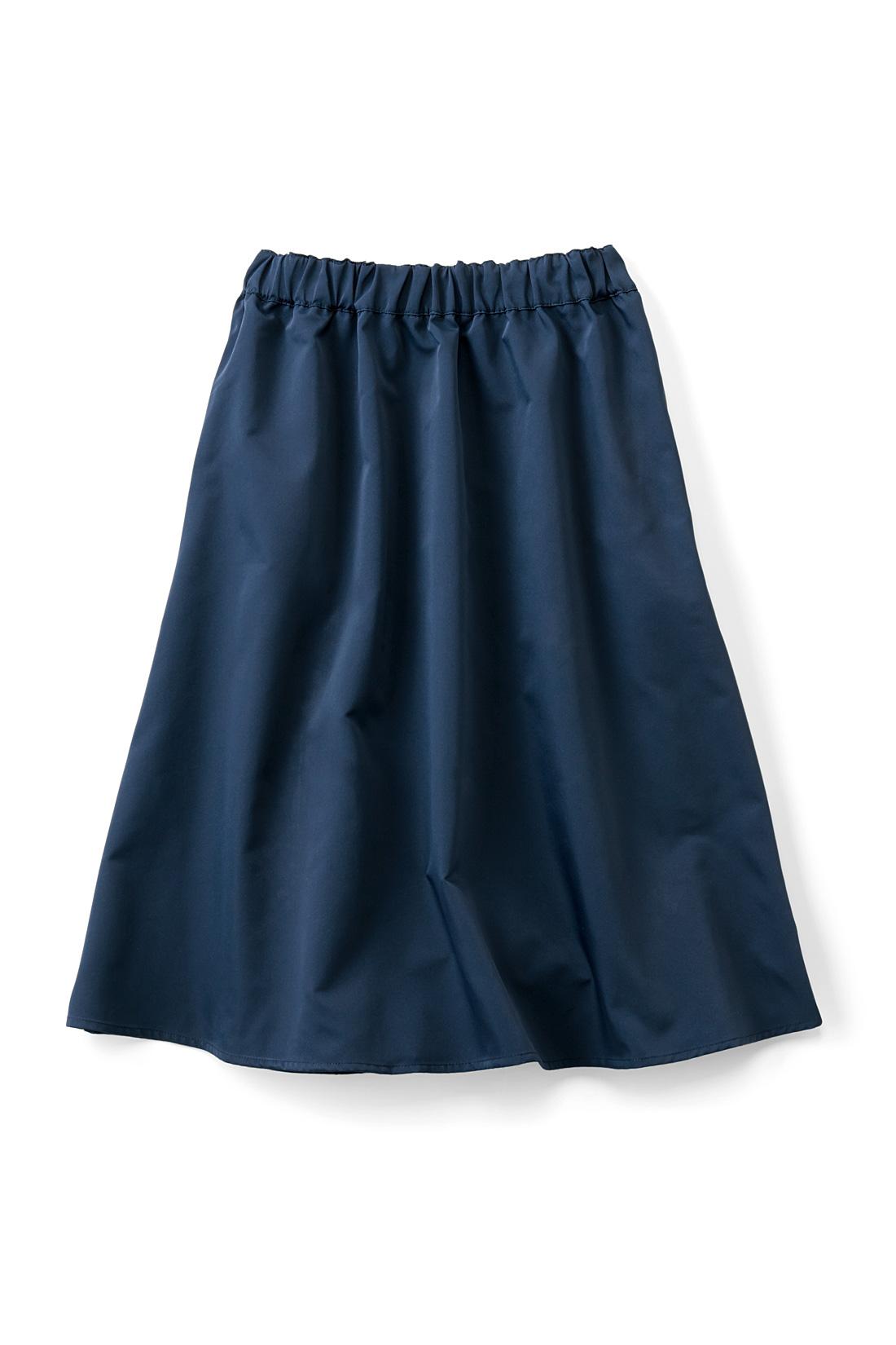 上品な無地ネイビーと、華やかなマルチボーダー柄の2-WAYスカート。