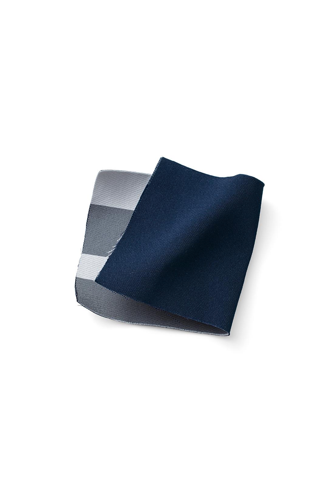 素材にもこだわって、整えれば気にならない「メモリータッチ素材」を採用。先染めでリバーシブルに仕立てた一枚仕立てなので、ごわつかずスッキリ。