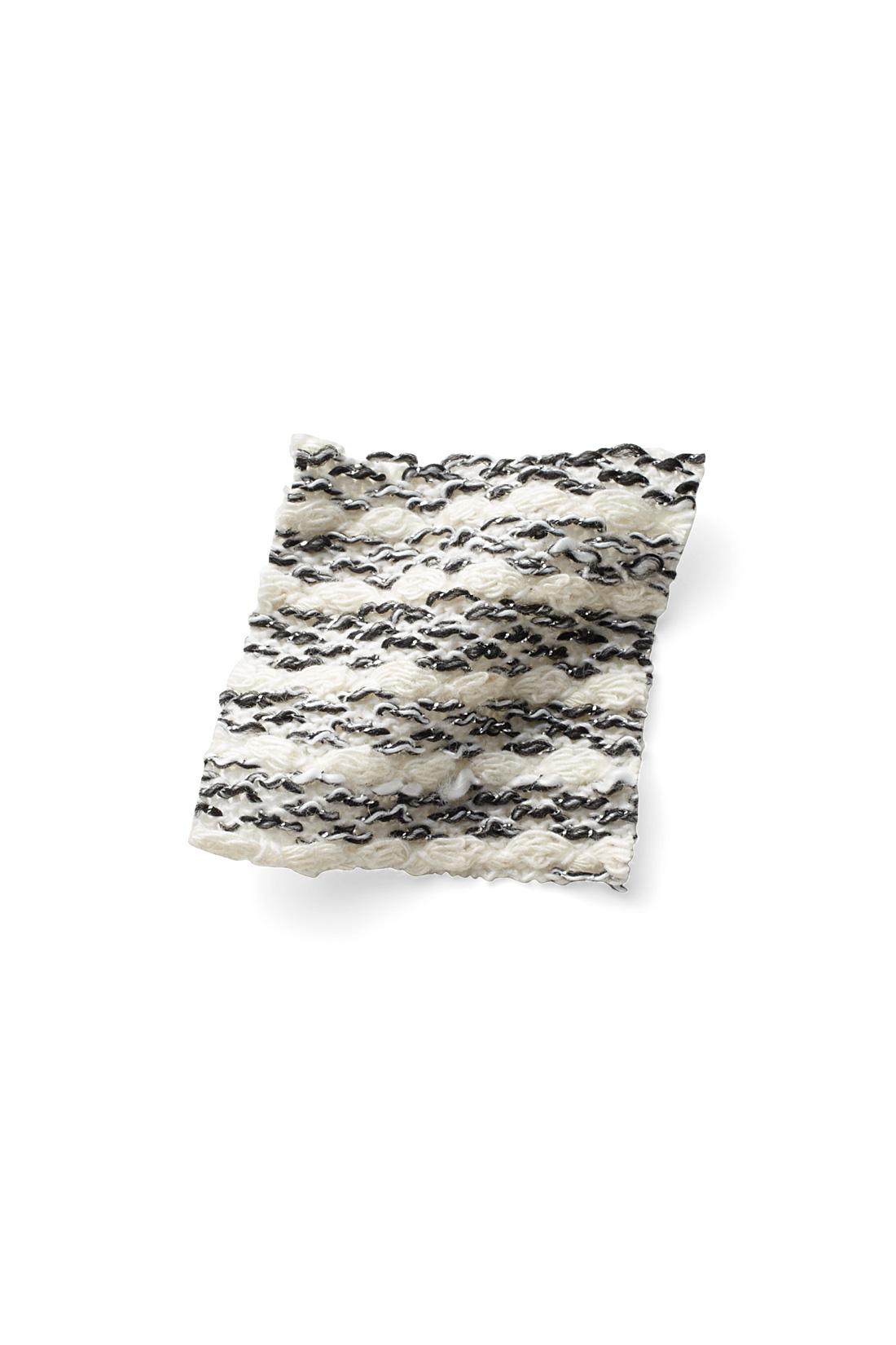 ラメを編み混んだ生地で、華やかに。