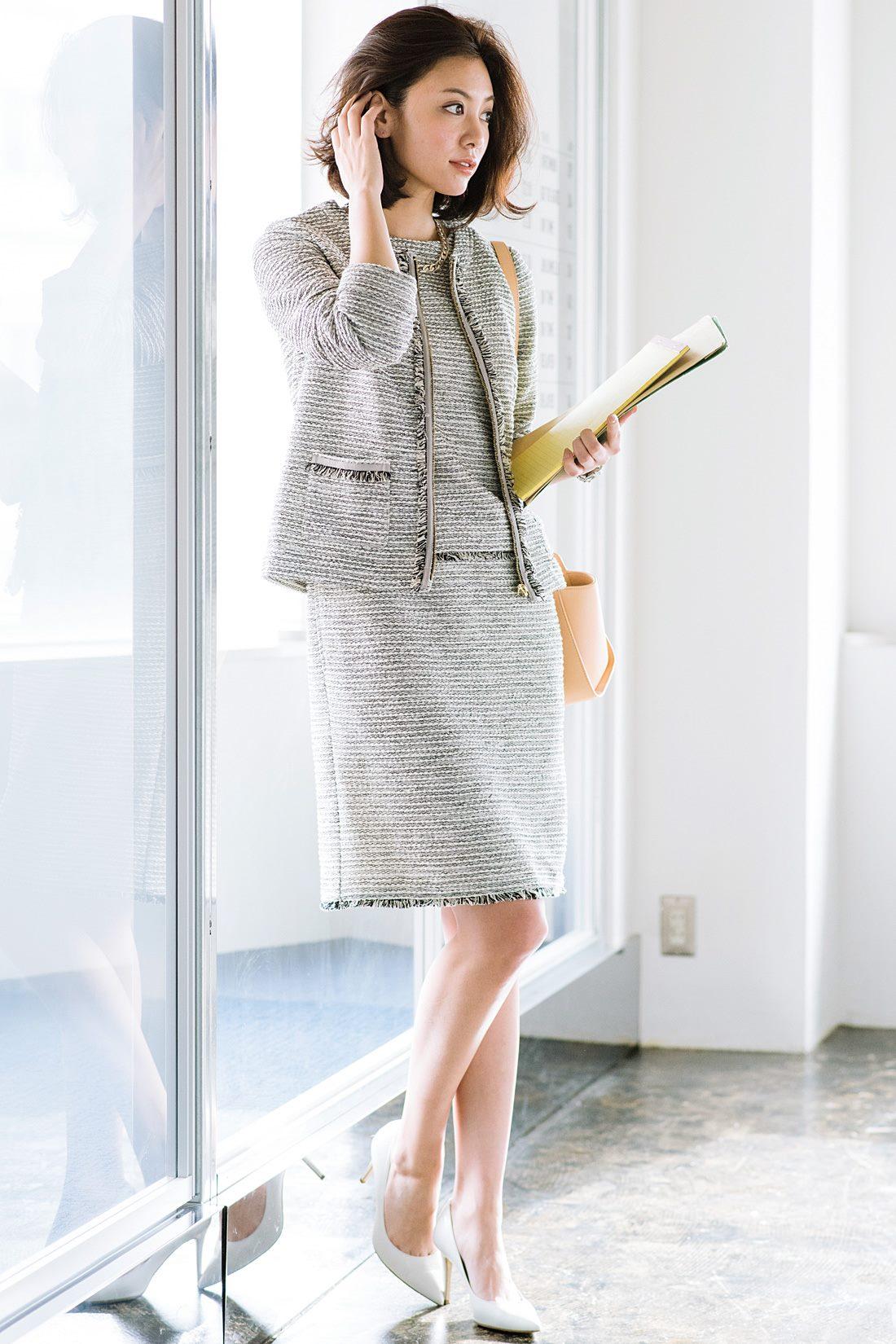 別売りのツイードワンピースと合わせれば、セットアップのようにも着られるので、フォーマルシーンにもおすすめ。