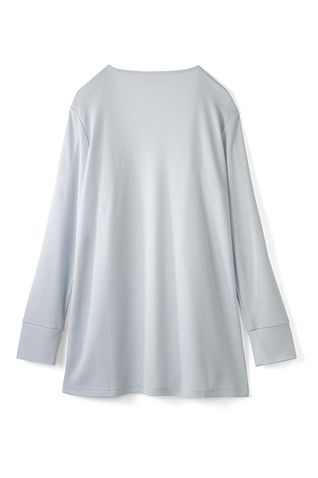 スカートにもパンツにも合わせやすい少し長めの丈感で腰まわりもカバー。 ※お届けする色味とは異なります。