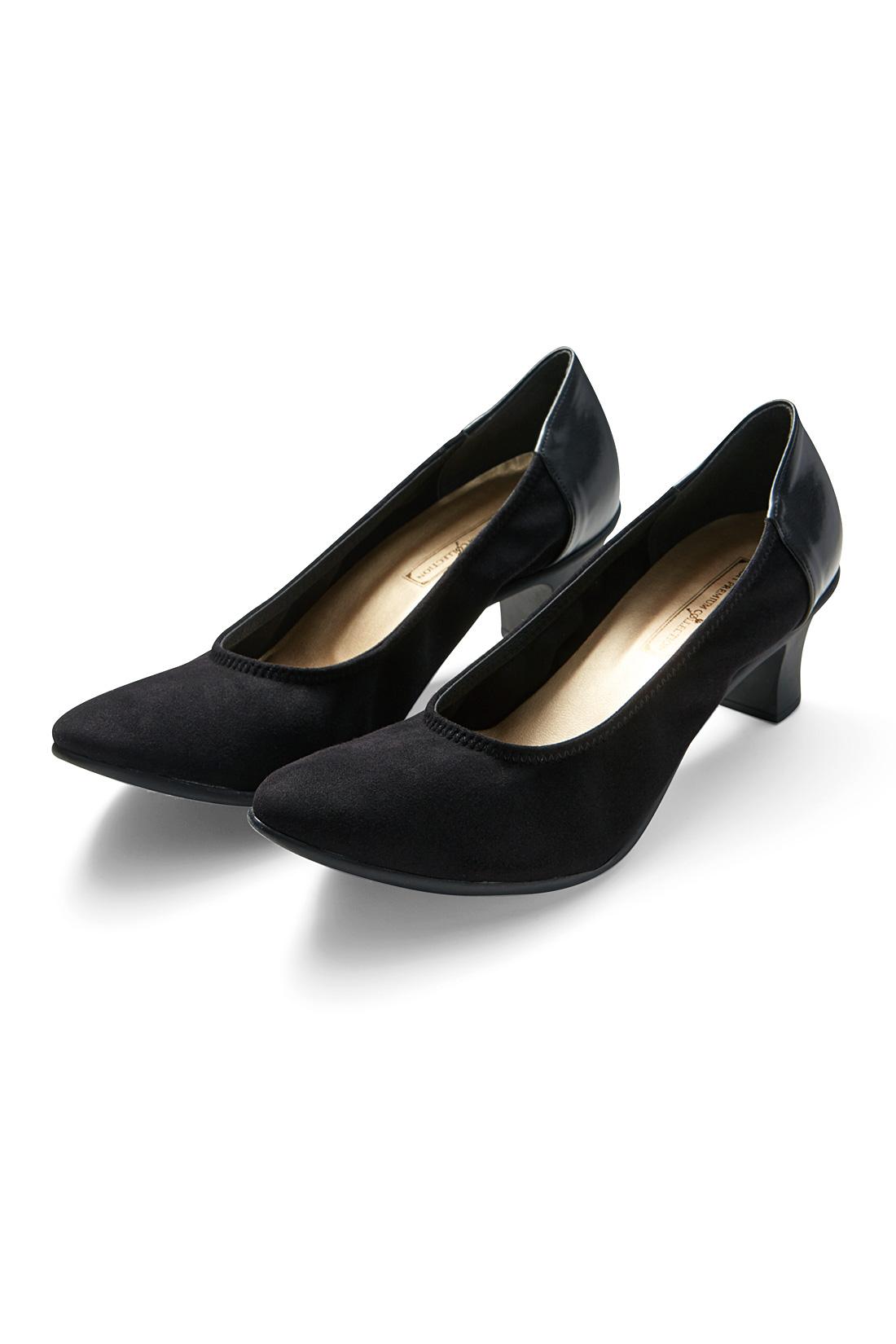 履き口まわりはゴム仕様。伸縮性のある素材とあいまって、一層足に沿ってフィット感抜群の仕上がり。