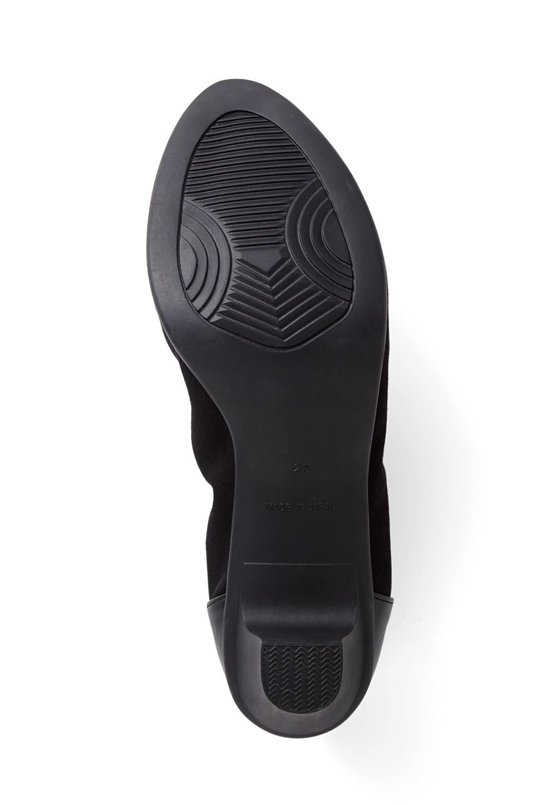 <スニーカー感覚>足の形に合わせたやわらかなゴム配合の一体型ソールなので、スニーカー感覚で履いていただけます。