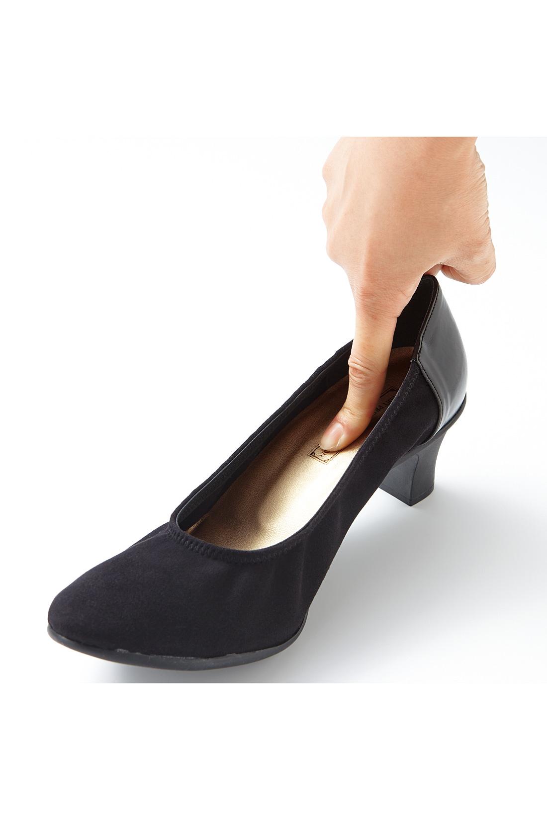 ストッキングが滑って歩きにくい、という声にこたえて、滑りにくい中敷きを使用。