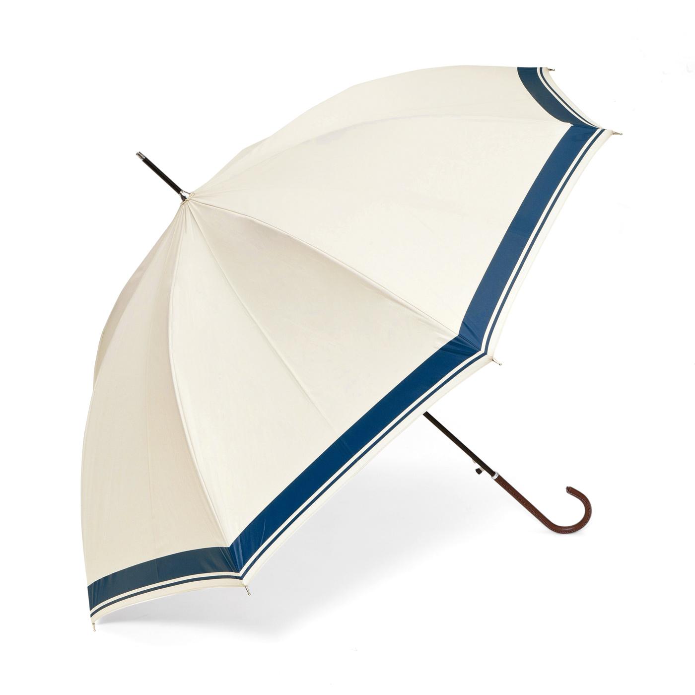 アイボリーにネイビーのラインでさりげなくマリンテイストに。レザー風の持ち手はにぎりやすく、女性らしい細めのデザイン。