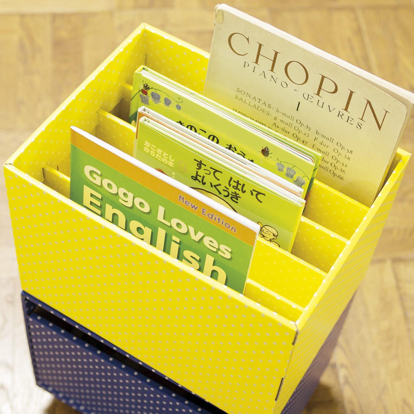 本やノートを整理分類しやすい仕切り付き。