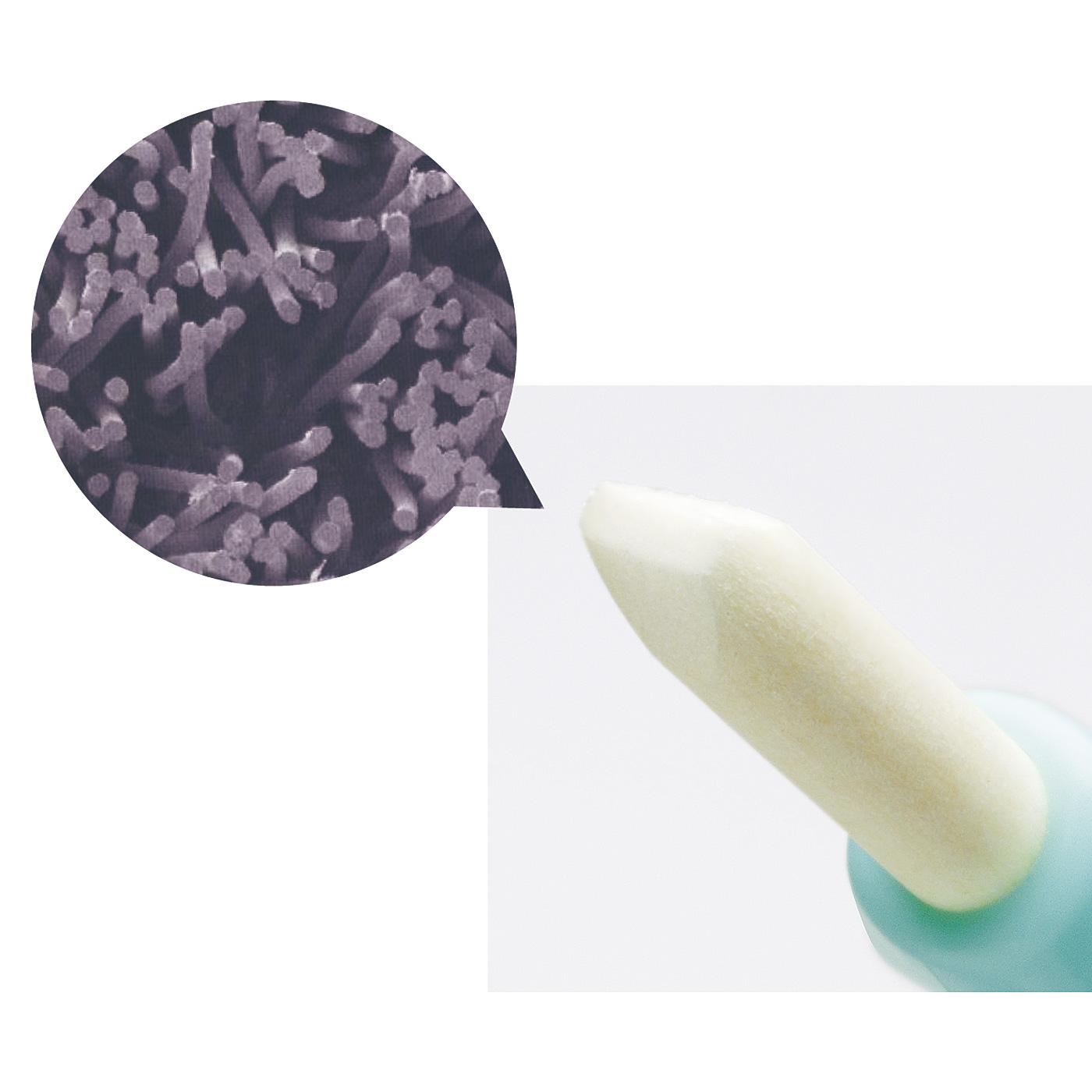 極細の繊維をぎゅっと固めたスティックが歯のカーブに沿いやすく、すき間に届いて汚れを落とします。