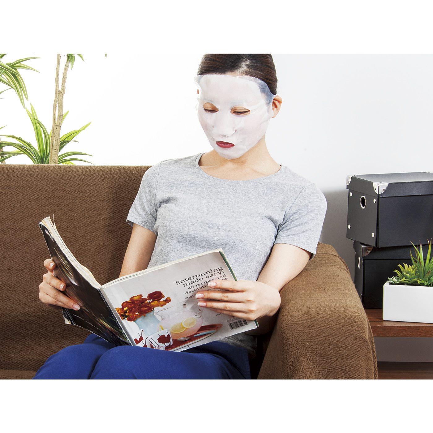 家事やリラックスタイムにぴったりな「ながらパック」。顔に密着してずれにくいラップマスクならではです。