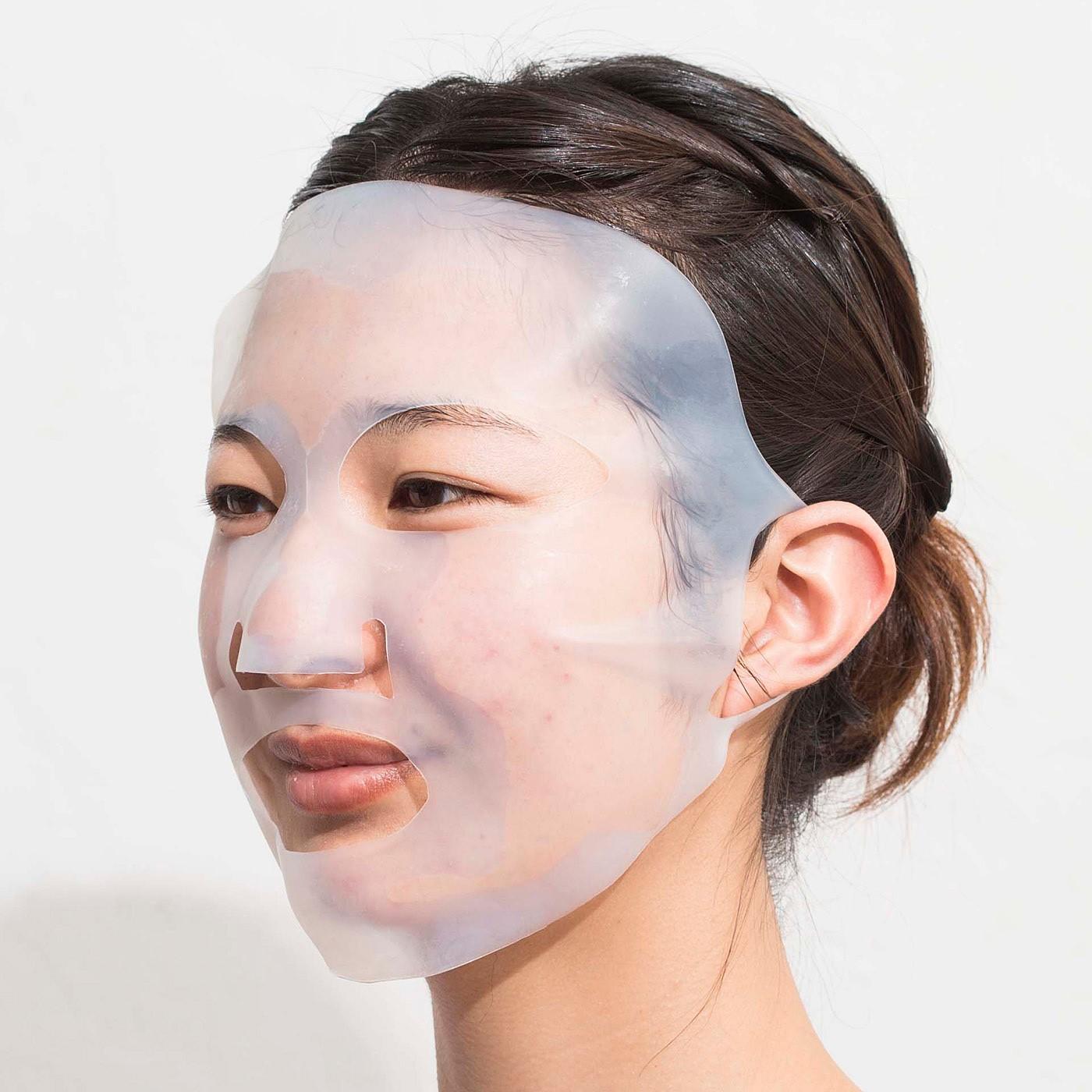 半身浴でサウナパック。ラップ効果で発汗を促す美顔ケア。