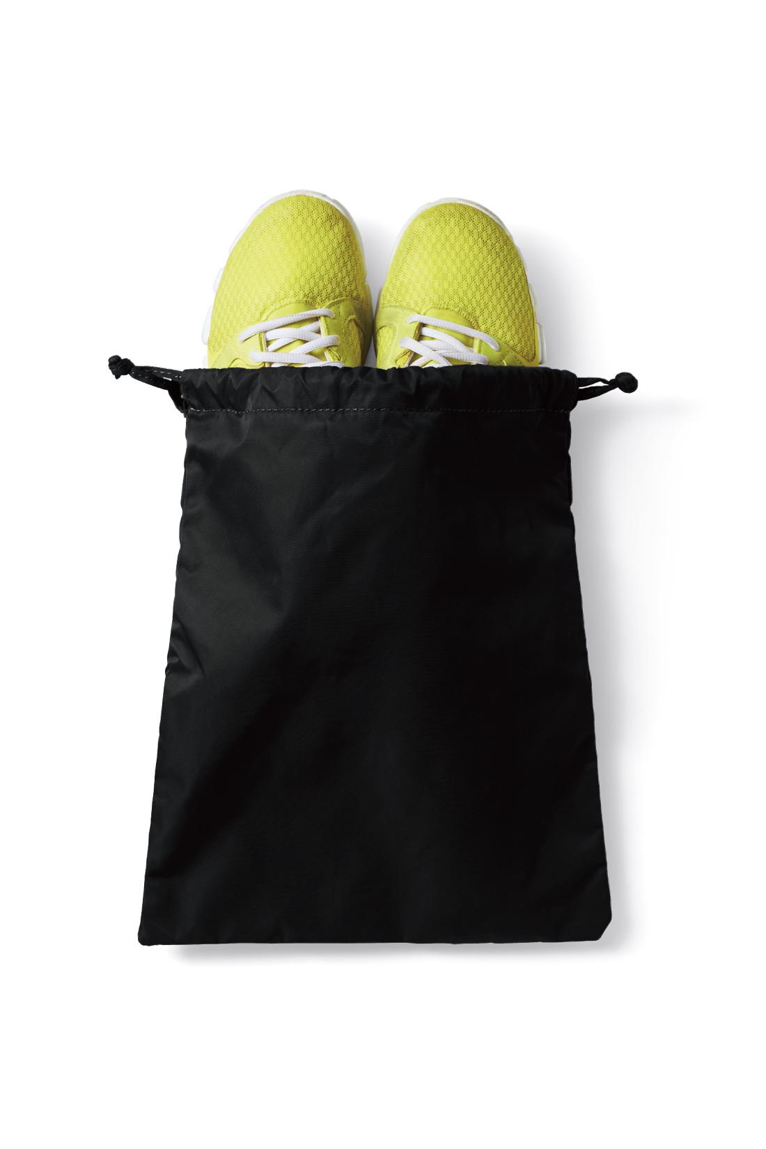 ジム用シューズは専用袋に。