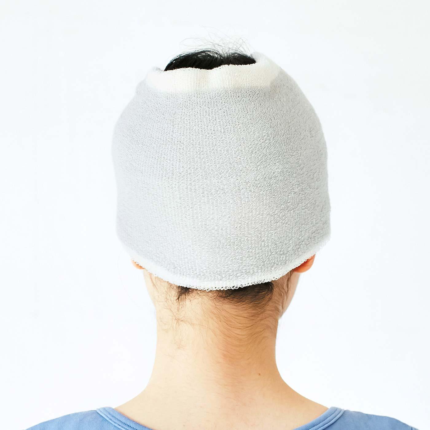 後頭部がワイド設計なので、ロングヘアの後ろ髪や衿足にたまる水分もしっかり吸収。