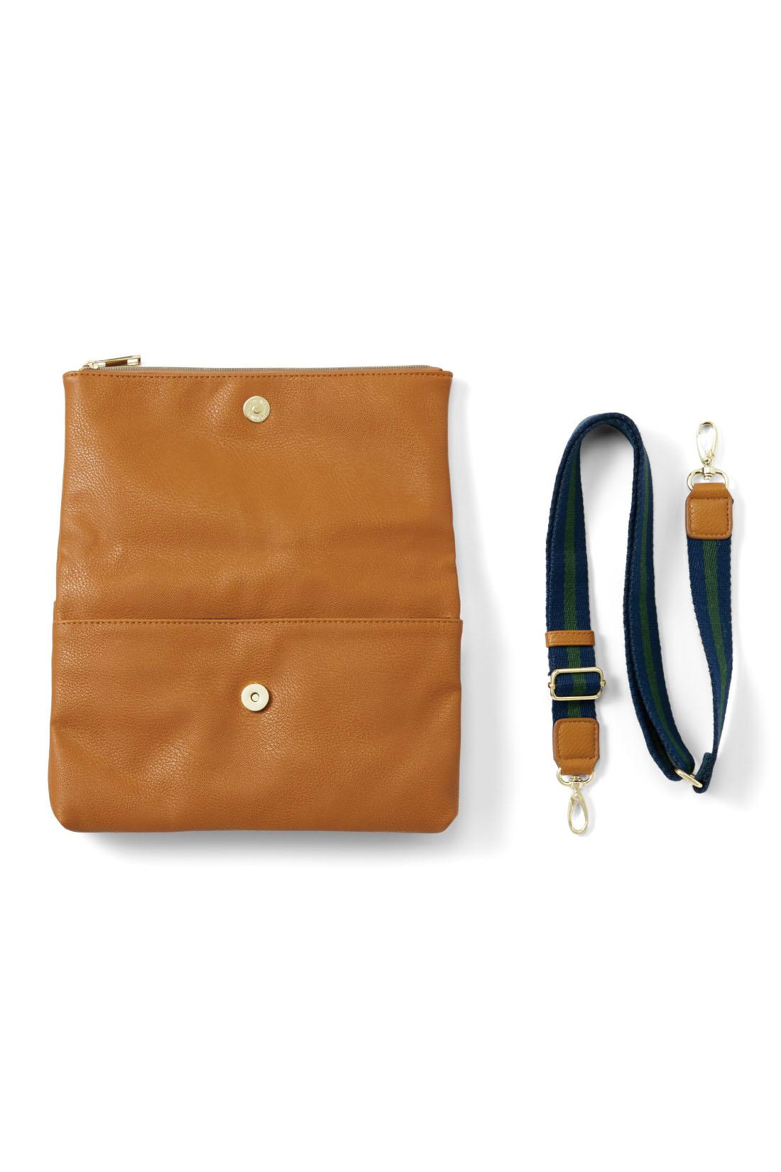 スマートに持てて長財布もすっぽり収まるうれしいサイズ感。ショルダーを外してバッグインバッグにしても。