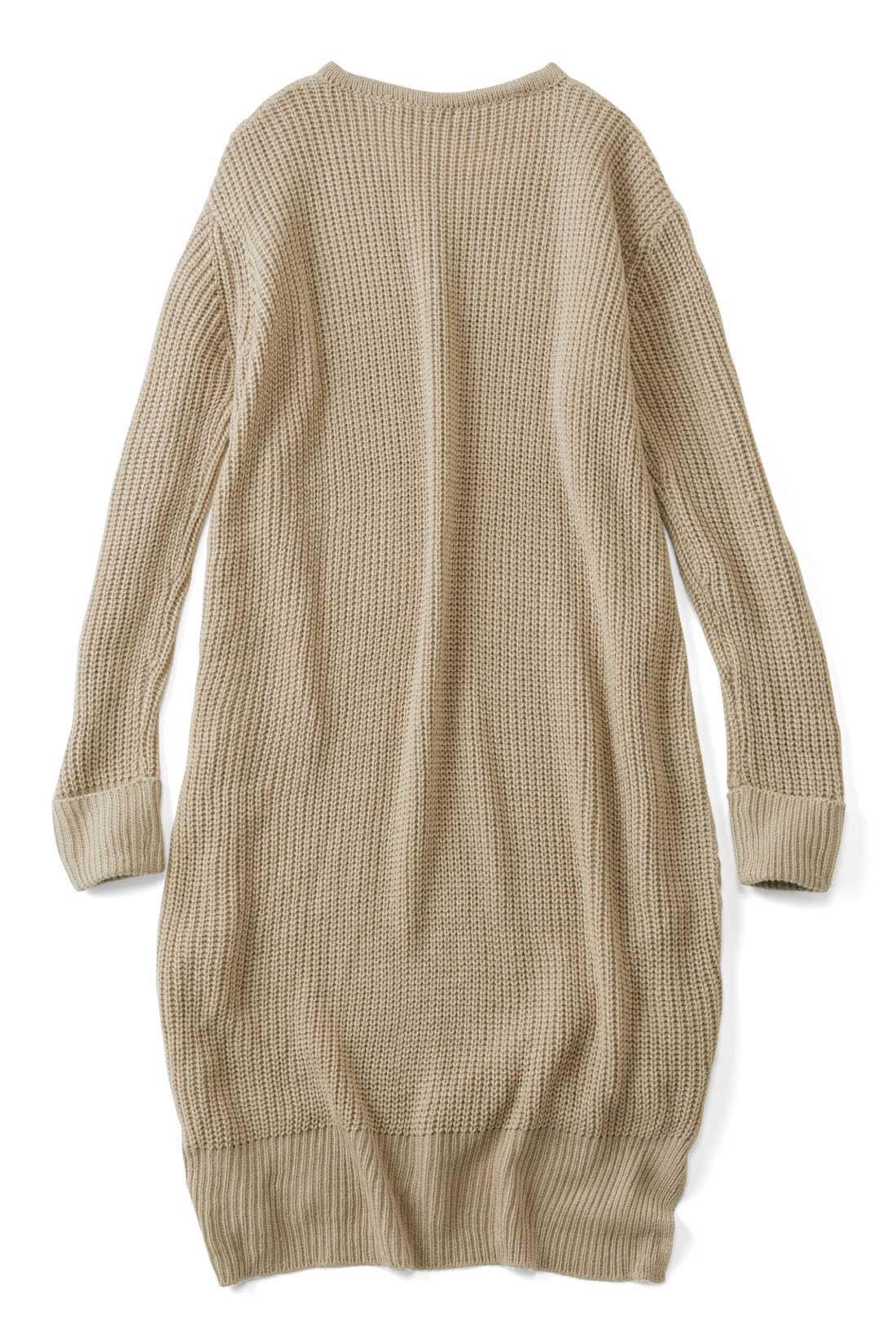 BACK 後ろと袖は、あぜ編みを裏遣いしてすっきり。