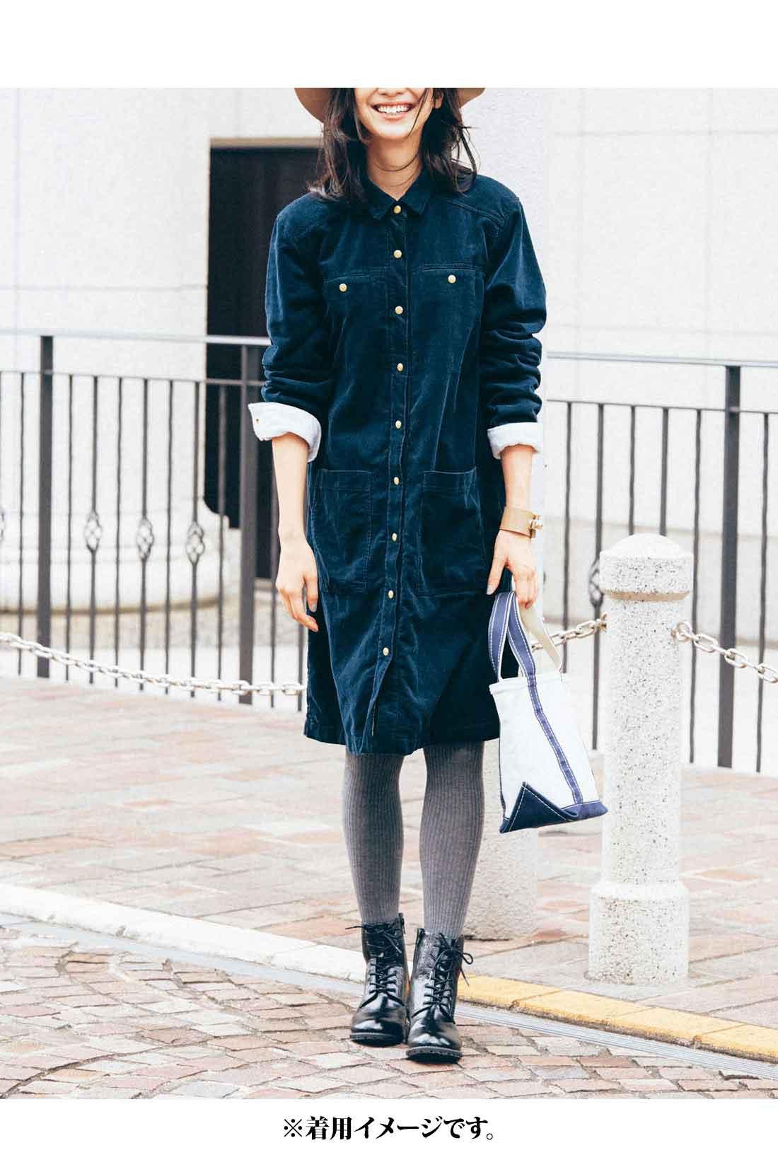 大人っぽい印象のネイビー【コーデュロイ】 小さめの衿がこなれ感を演出。 大きめポケットだから、手ぶらでお出かけもOK!