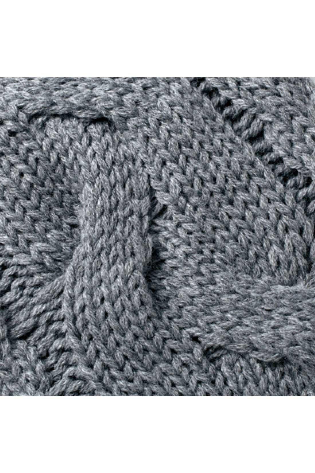 袖はざっくり編んだケーブル編みでかわいくメリハリ感UP。