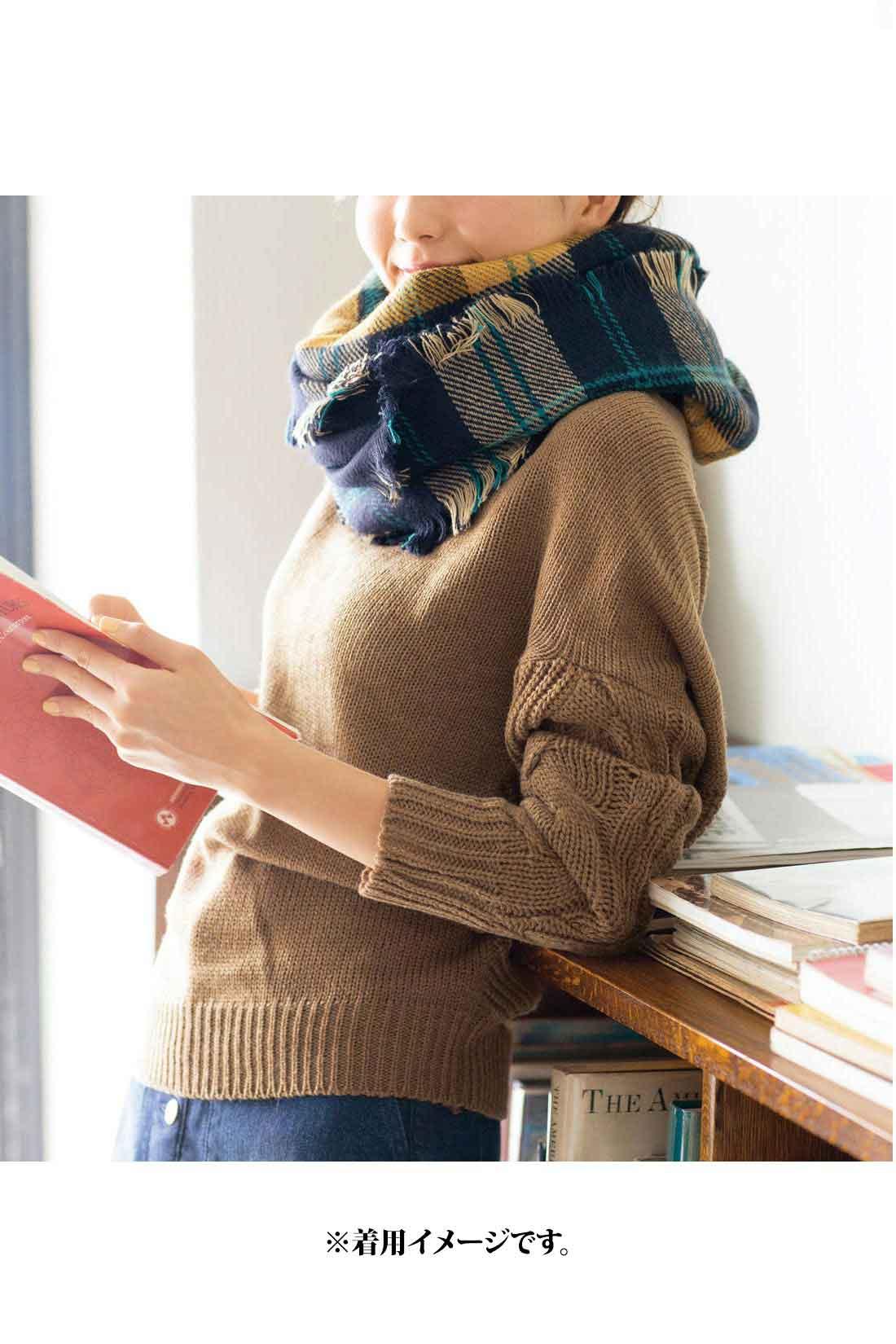 冬コーデが明るくやわらぐ【杢キャメル】 一枚でも着やすいほどよい開きのネック。