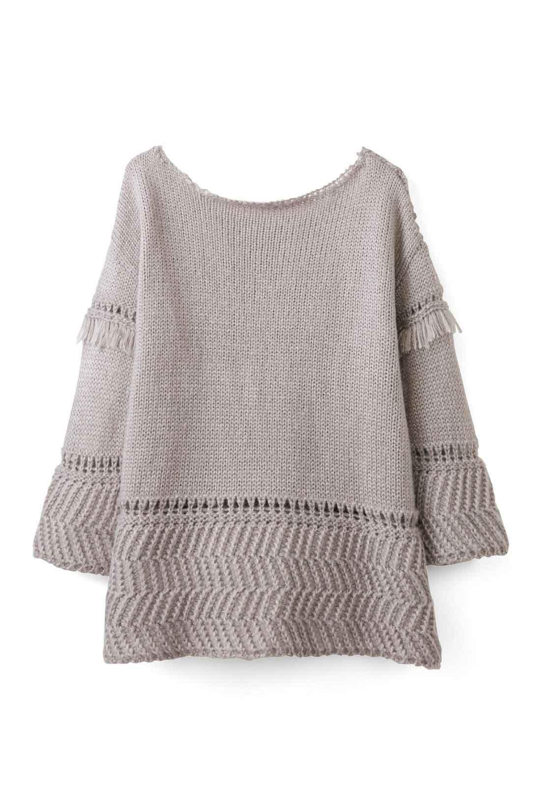 BACK すそ・袖の編み地を変えているから、後ろ姿も着映えます。 ※お届けするカラーとは異なります。