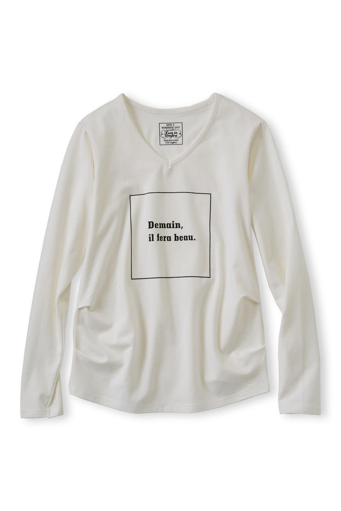 大人っぽくデザインされたロゴが、さりげないこなれ感。 サイドのタックでおなかまわりをカバー。一枚で着てもキマリます。