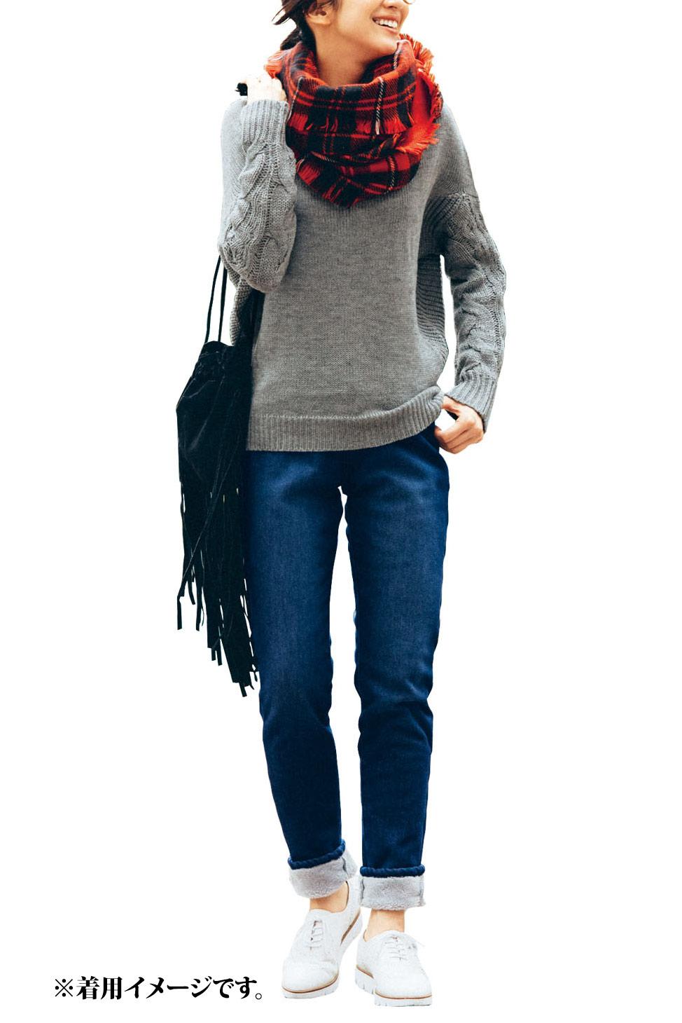 きれいめな印象の【インディゴ】 すそに向かって細くなる、着ぶくれしらずのライン。