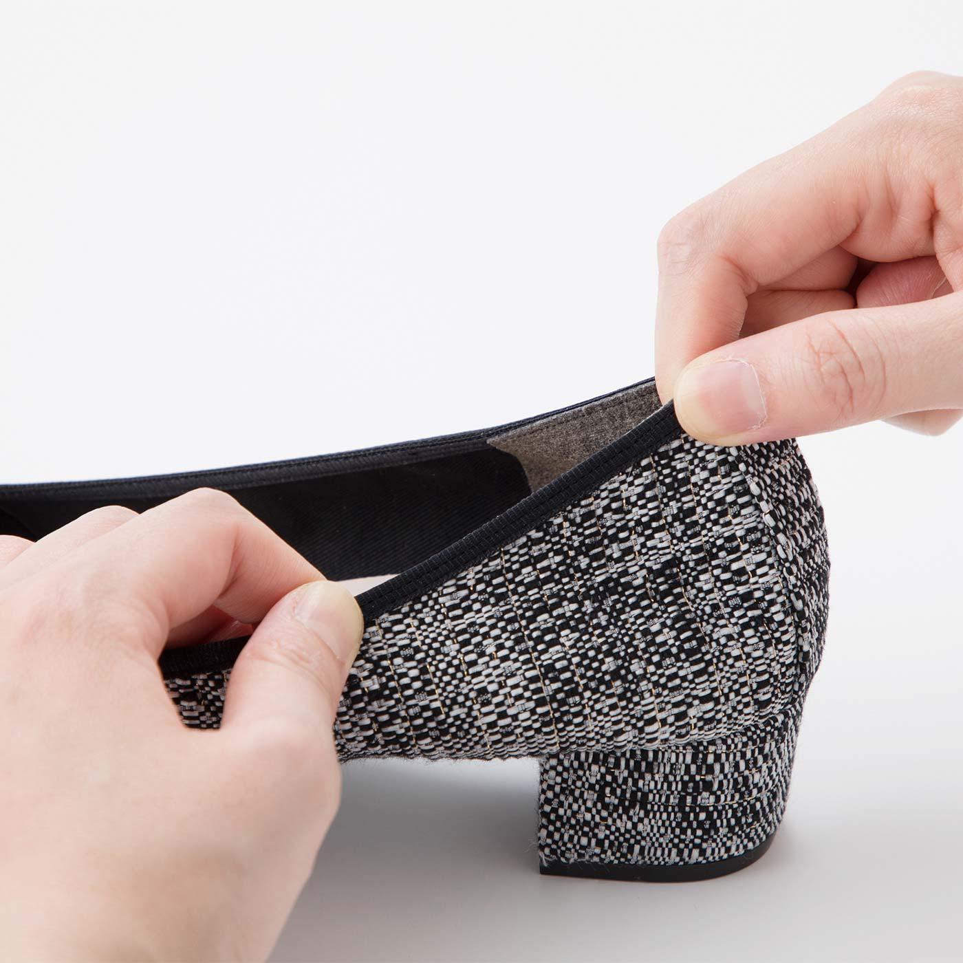 履き口はゴムパイピング仕様で、足全体にやさしくフィット。