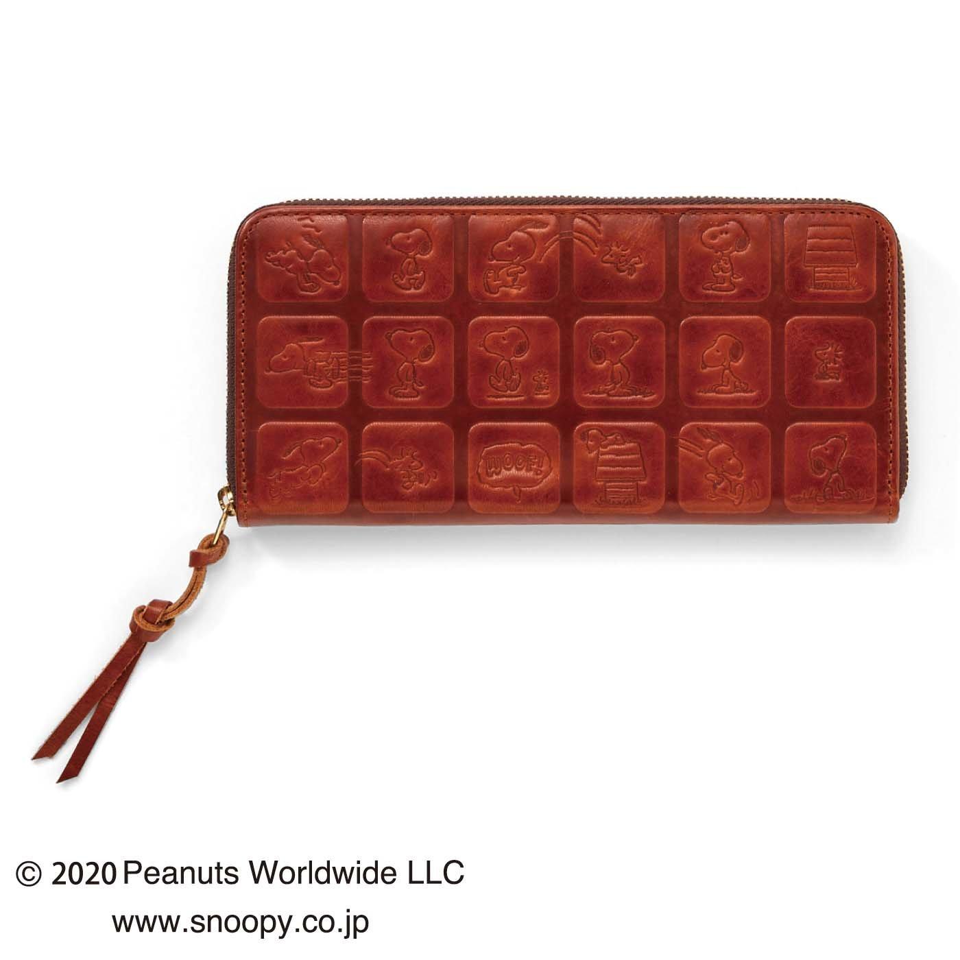 スヌーピー 型押しがおしゃれな本革長財布