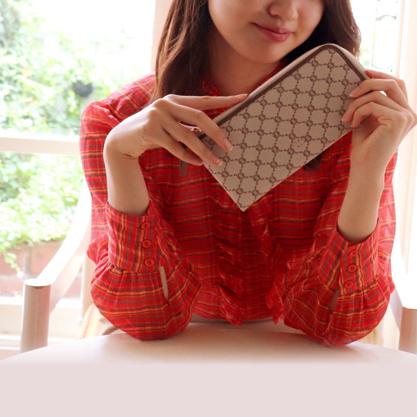 ALTROSE フェミニンなモノグラム柄の長財布