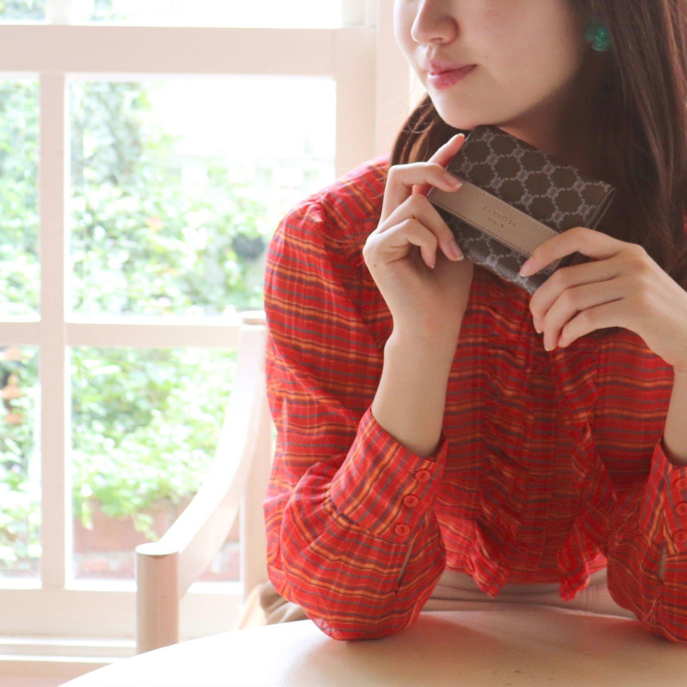 ALTROSE フェミニンなモノグラム柄のボックスコイン三つ折り財布