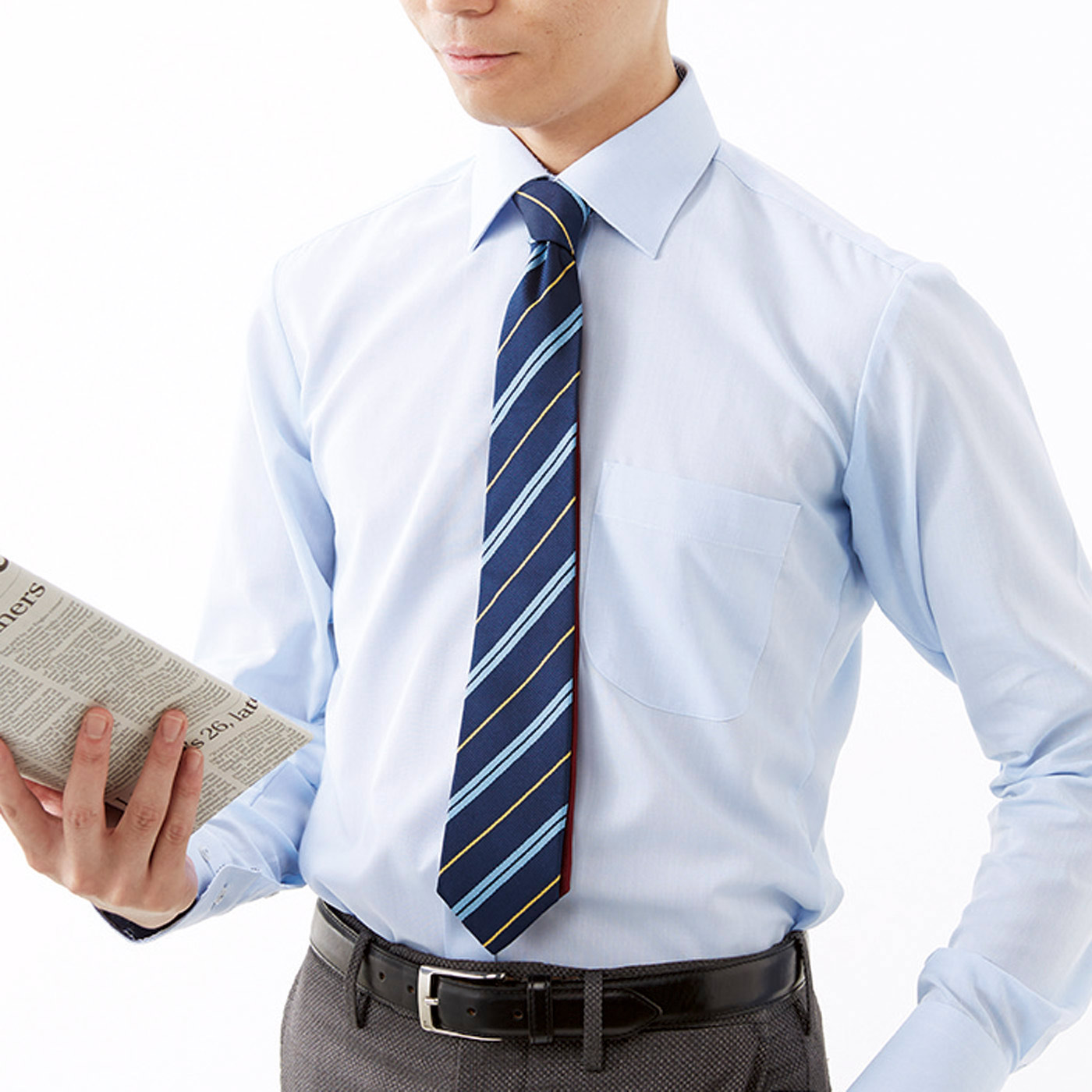 仕事中はできる男を演出するベーシックなストライプを。