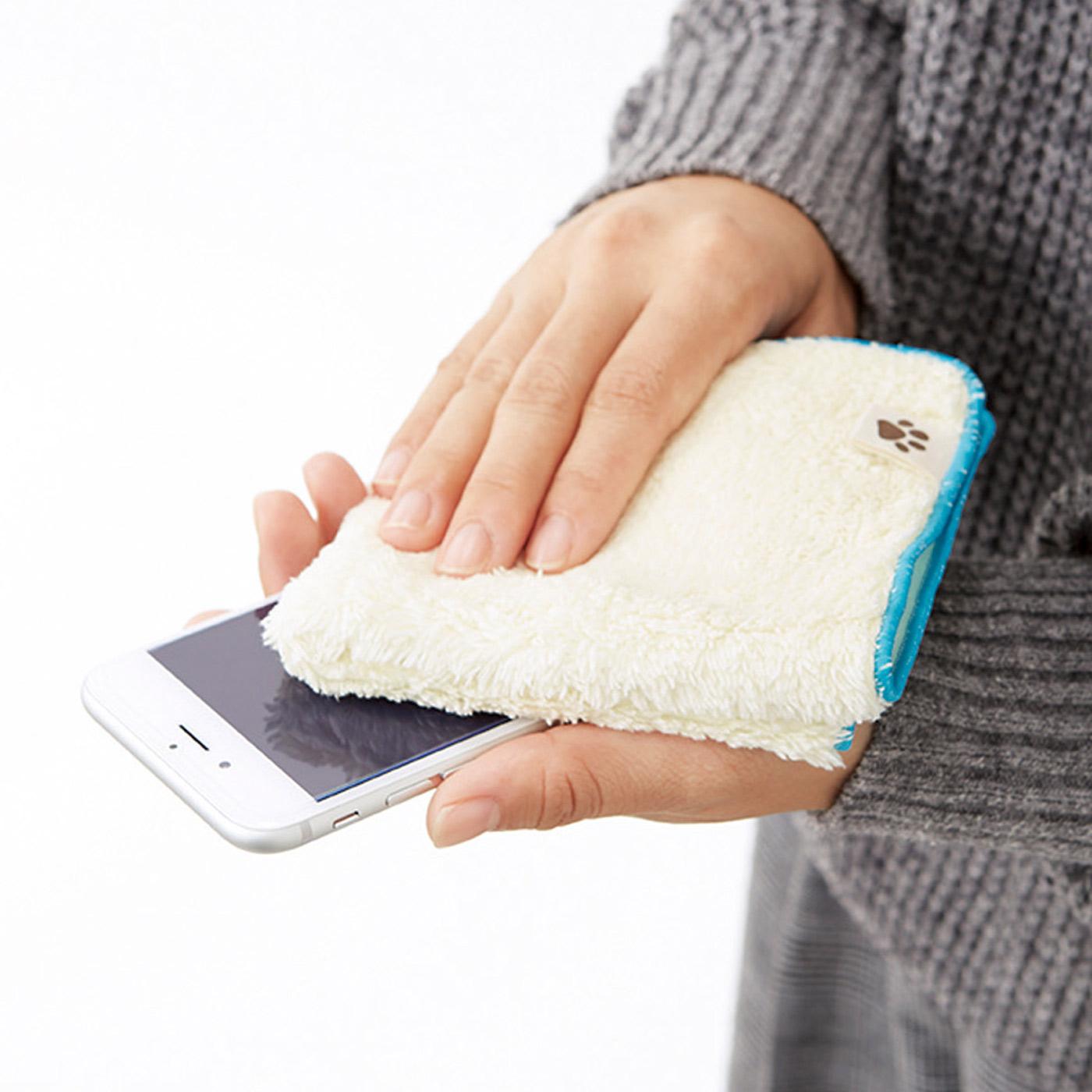 スマートフォンのディスプレイもピカピカに !