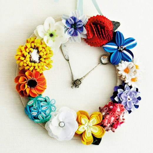 飾ってリース 着けてコサージュ フェルトの花時計