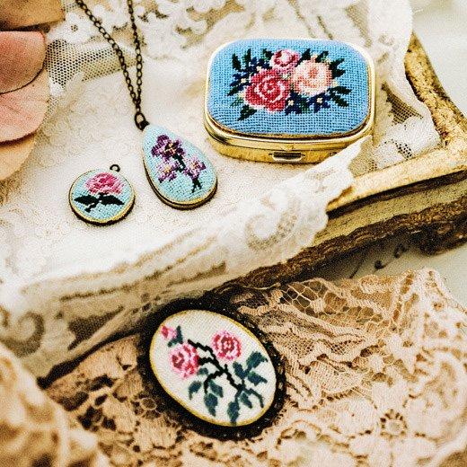 繊細で美しい刺しゅうの宝石 プチポワンで描くバラ小物