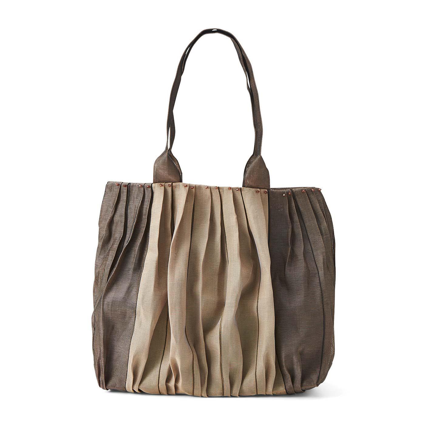 枇杷茶(びわちゃ)色の横型トートバッグ 縦約26cm、横約32cm、まち幅約11cm