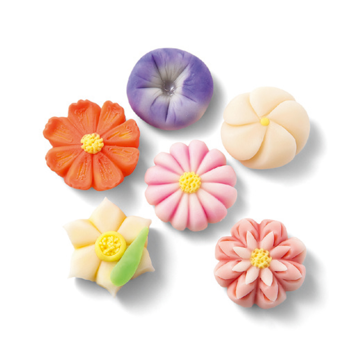お手持ちの絵の具でこんなアレンジ作品も! 粘土は1回のお届けで約5~8個のモチーフを作れる量がセットされています。