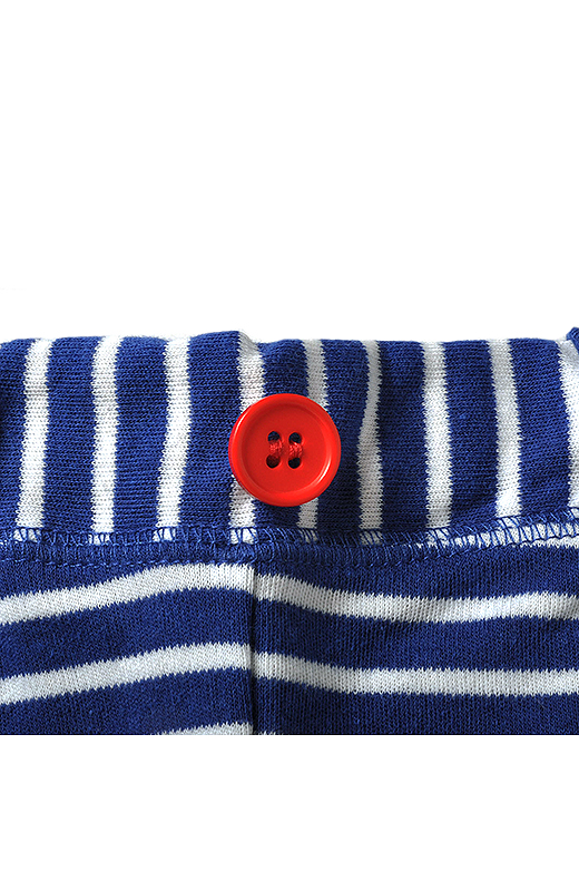 ひとりでもお着替えしやすい前ボタンの目印付き。