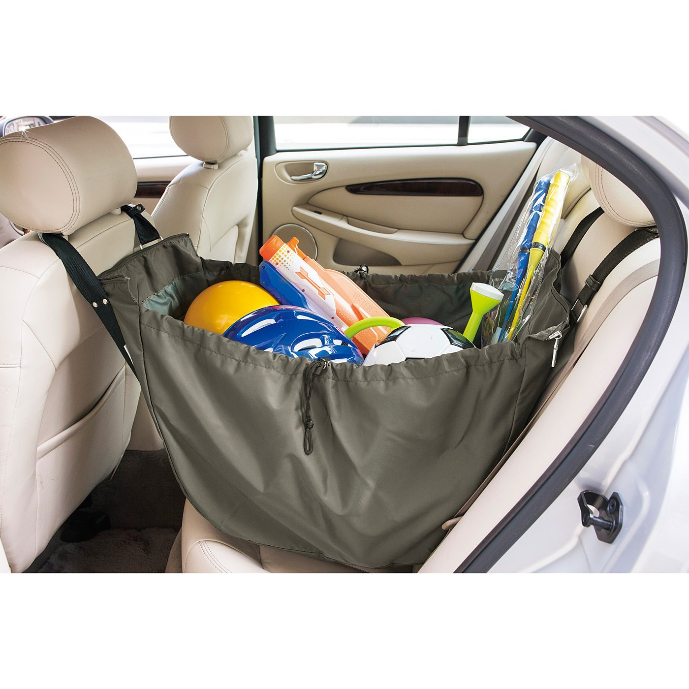 ハンモックのように掛ければ、アウトドア用品など車内で散らかる荷物の収納も出し入れもスムーズ。