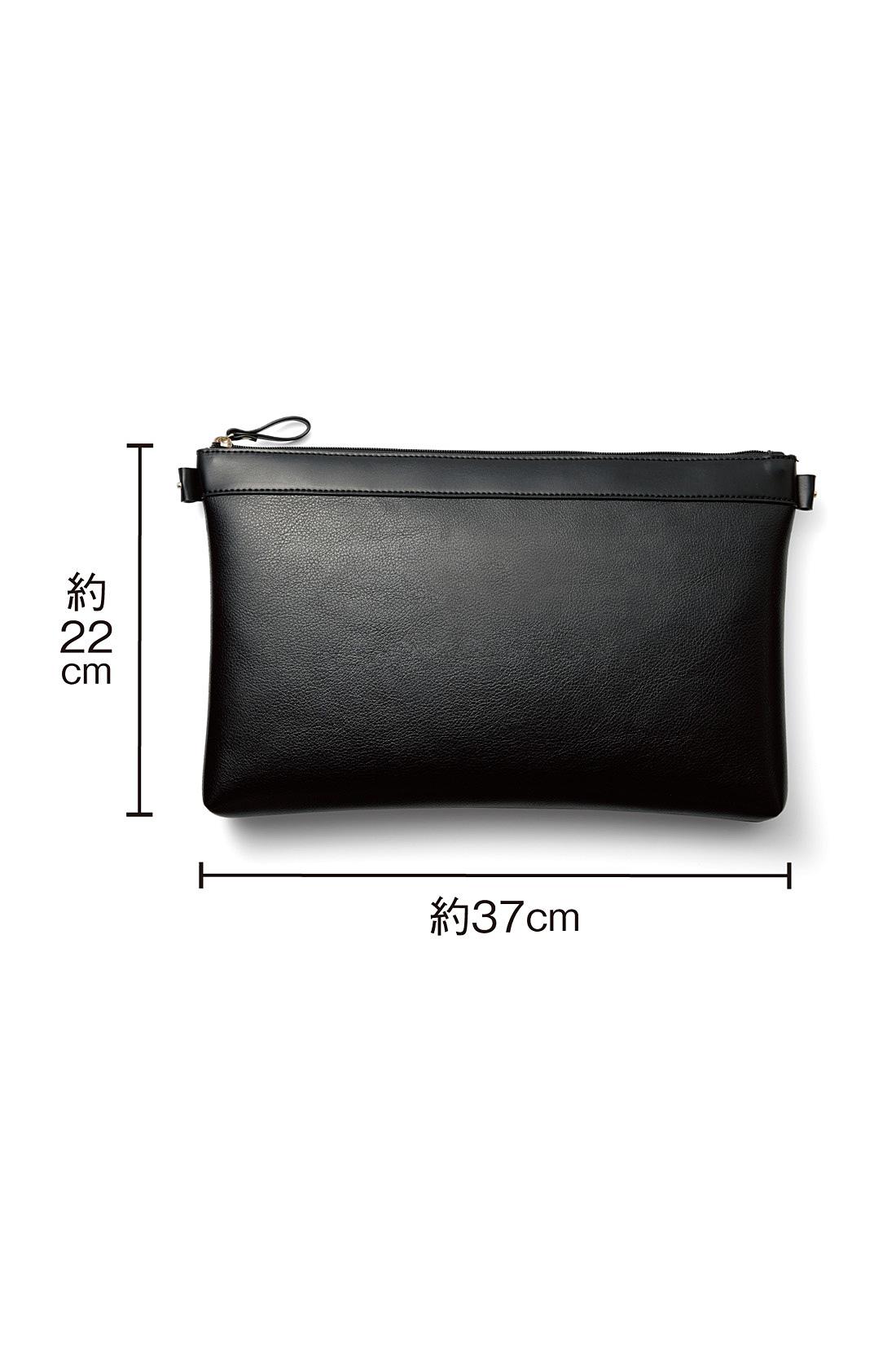 クラッチとしても使えるインナーポーチ。バッグの内側にスナップで固定でき、仕切りとしても大活躍。