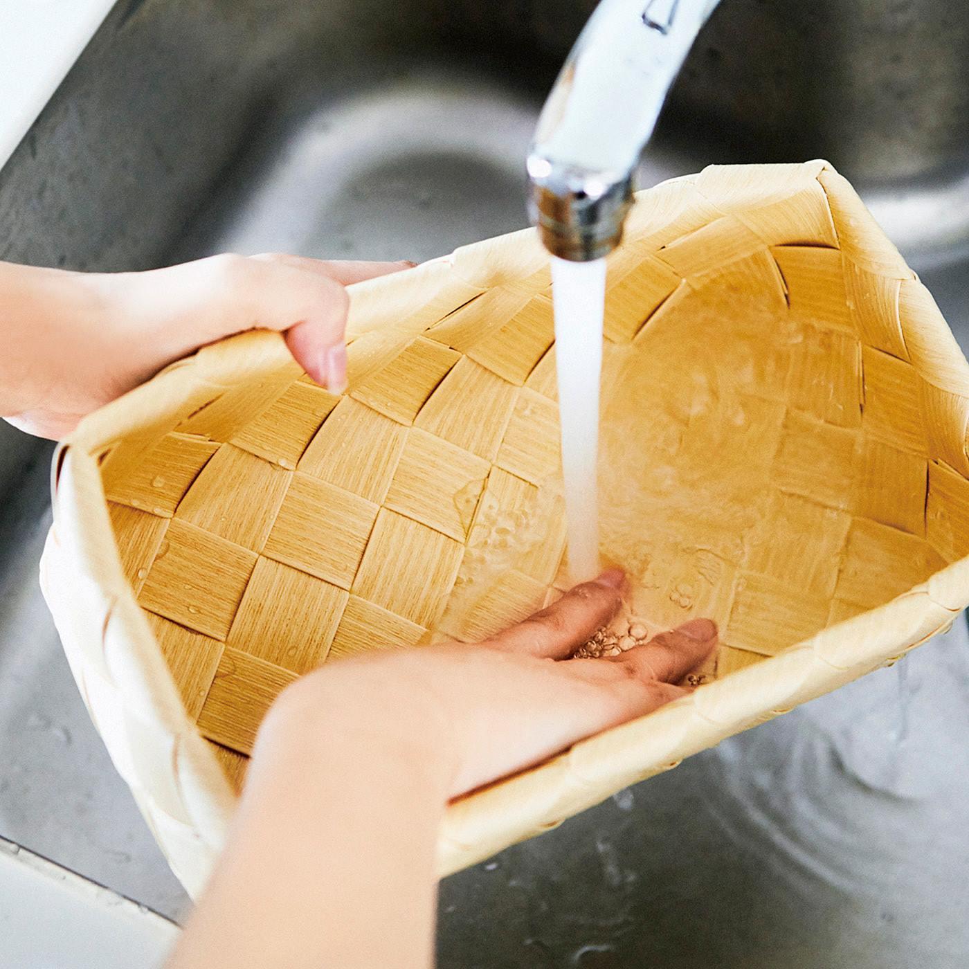 汚れたらじゃぶじゃぶ洗えます。耐熱温度は90℃で食器洗い機にも入れられます。